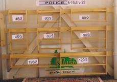 Police a vešiaky