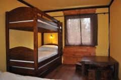 Poschodová posteľ  prístelok a úložný priestor