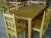 Jedálensky stôl agát