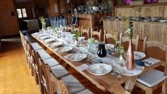 Realizácia kartáčované stoly a stoličky